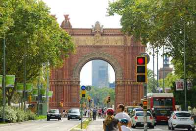 Residential building in Barcelona with tourist apartments, located 5 minutes from the Arch of Triumph